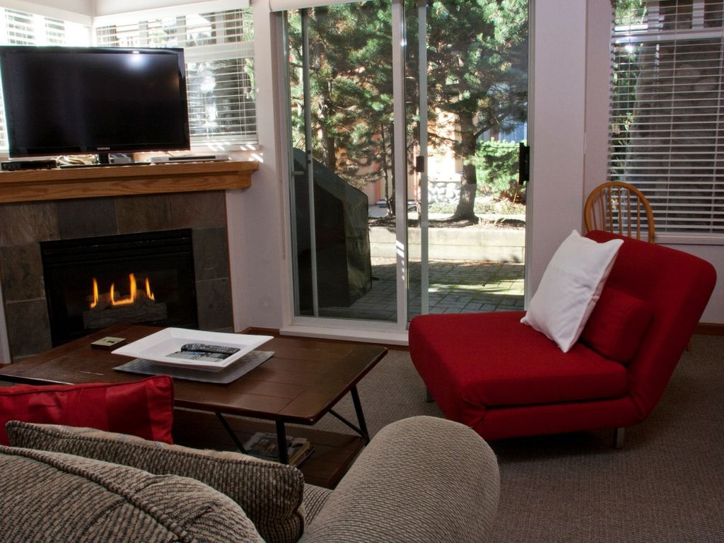Sunpath 1 bedroom, sleeps 4, Quiet setting just steps from the action!