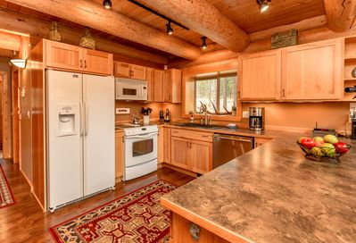 Tall Pines - All Seasons Vacation Rentals - Fully stocked Chef's Kitchen.