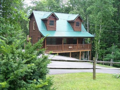Photo for 1BR Pet Friendly cabin between Gatlinburg and Pigeon Forge