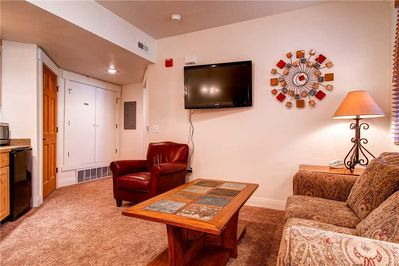 Large screen TV comfortable seating - ParkCityLodging_TownPointeC106_Living_4