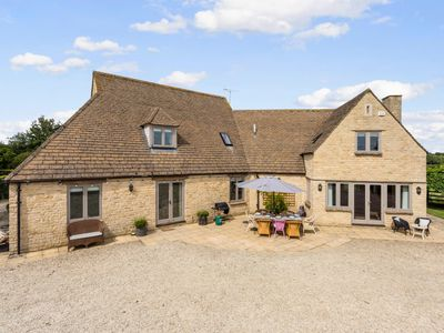 Photo for Spacious & Stylish Cotswold Family home