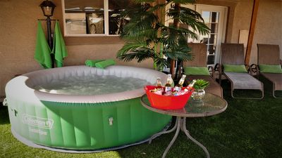 Specious House with HOT TUB/ BREAKFAST/BBQ/Netflix