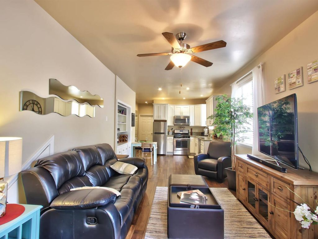 23 2 Marvelous Midtown Stay With A Modern Twist One Bedroom Apartment Sleeps 4 Sacramento