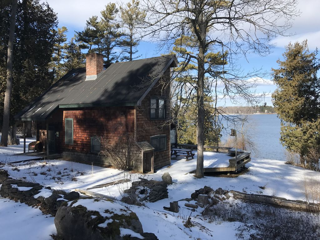 Charming 4 bedroom cottage on lake champlain in for Lake champlain cabins and cottages