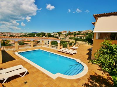 Photo for Villa / Chalet, Sant Feliu Guixols, Private pool, Free Wi-Fi, 500m to beach.