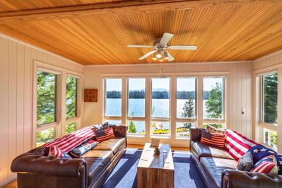 Gorgeous sunroom to view the lake and have your morning coffee!