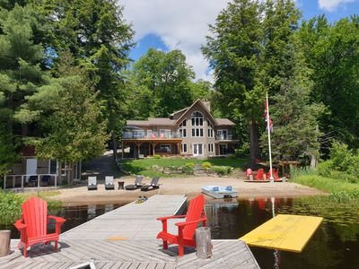 Water Front Cottage on Lake Mirage, Private Dock, Sandy Beach and Hot Tub!