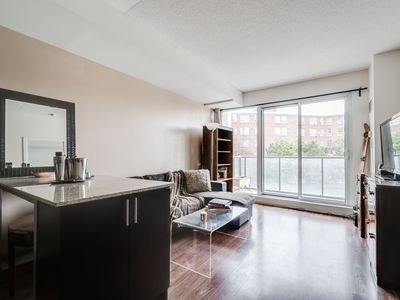 Photo for 1BR Suite Close to Eaton Centre & Dundas Square