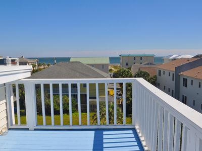 Photo for Turn of century ocean view cottage sleeps 19 in beds. Room for everyone to gathe