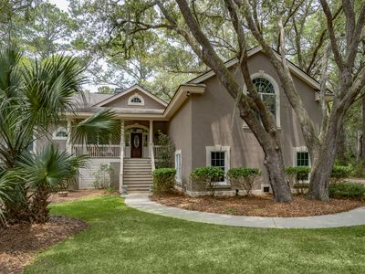 Inviting 4BR/3BA Home! Beautiful location with Amenity Cards!