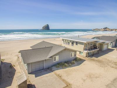 Photo for The Westerly #121 - Oceanfront cabin with amazing views, direct beach access. Pet friendly.