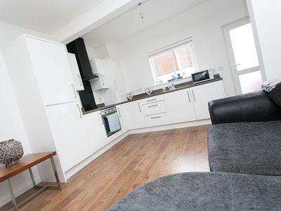 Photo for Modern 2 bedroom home, Belfast