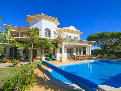Photo for Spacious 4 bedroom villa in quiet location with sea views