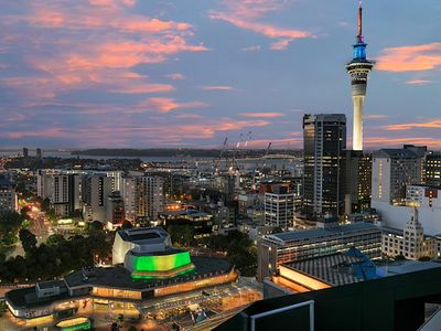 Photo for Gorgeous Seaview 2 Bedroom Apartment in Auckland CBD-Self Check-in
