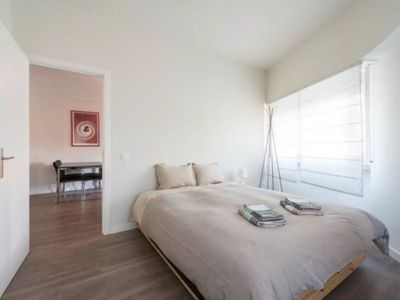Photo for Cozy flat in Campo de Ourique