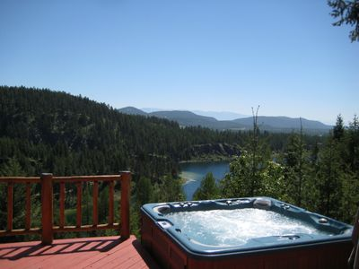 Spectacular Views of the Lake & Mountains from the Private Hot Tub