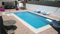 Great pool and pool area. House clean and kitchen very well equipped. Mandy the host very helpful.
