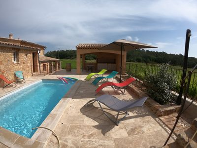 Photo for Provençal house in the heart of the vineyards, private pool