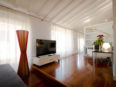 Photo for Cinco Bolas apartment in Centro with WiFi, air conditioning & lift.
