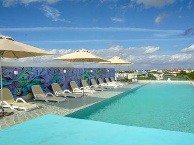 Photo for Balcony, Rooftop pool w/ view, Gym, Secure building, Great location, Free Wifi (307N)
