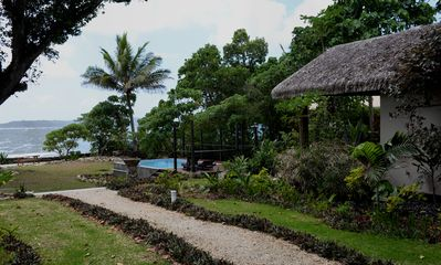 Gorgeous seaside bungalow (max 11 night stay preferred)