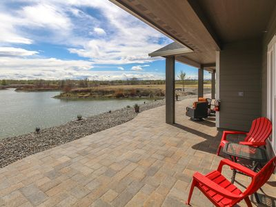 Photo for Lakefront suite w/ patio & onsite golf/firepit/nature trail - near 20+ wineries!