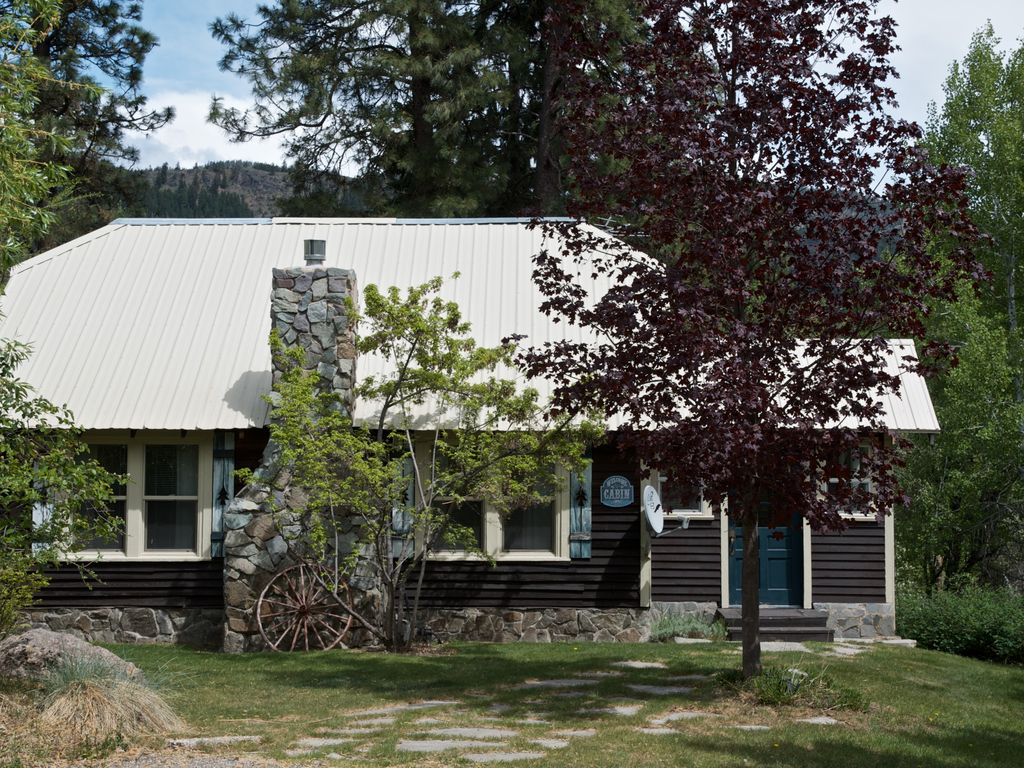Mazama country cabin 2 bdrm loft 2 bath sleeps 6 and for Winthrop cabin rentals