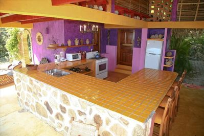 Casa Coco Fully Equipped Kitchen. Hot/Cold Water-Fridge/Freezer-Microwave-etc...