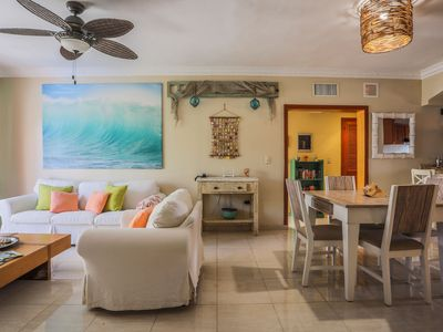 The Beach Retreat in the ❤ of Town ★ Walk Everywhere ★ Private Terrace!