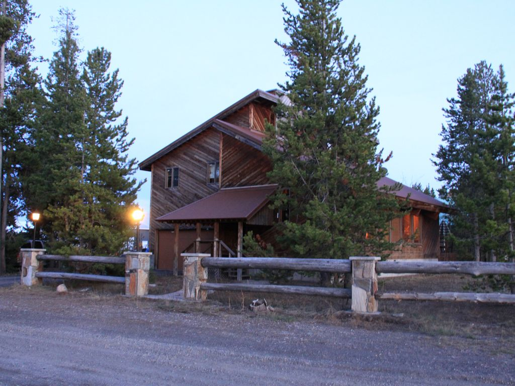 Eagle S Nest In Town Of West Yellowstone Vrbo