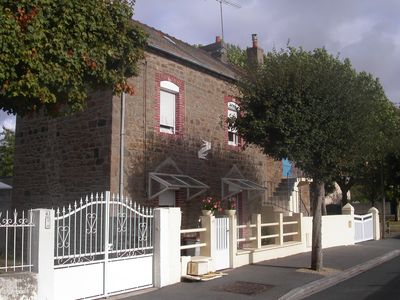 Photo for House in quiet residential area, close to shops and the beach