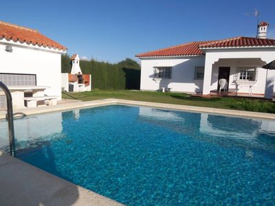 Photo for Vacation home with 3 bedrooms for 6 persons, with private pool and nice garden, free WIFI, quiet, only some 5min driving from the precious beaches of Roche and Conil