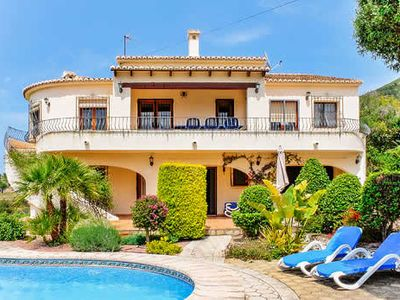 Photo for Countryside views, detached, air conditioned bedrooms, short drive to central Moraira