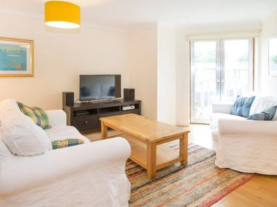 Photo for Bright, modern Oxford apartment with parking - minutes from bars and restaurants