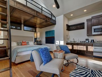 The Reserve at Lake Travis Cabin #12 – Contemporary 1BR Beauty on the Lake!