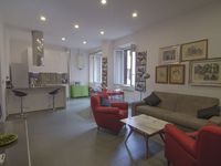 Great apartment for two couples, easy walk to Colesium.