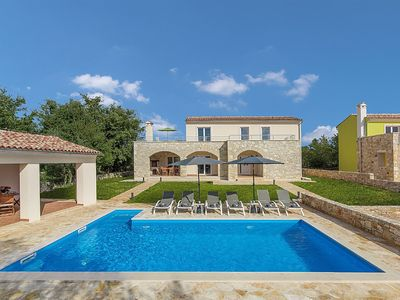Photo for Modernly furnished villa with private pool for 6 persons, near Rovinj