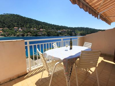 Photo for One bedroom apartment with terrace and sea view Brna (Korčula)