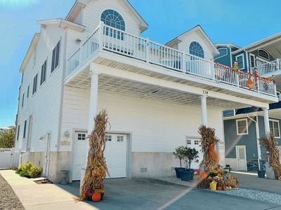 Photo for Ideal location to Restaurants, Shopping and Promenade is this 5 bedroom, 3 full bath townhouse.