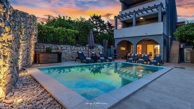 Photo for Elegant luxury villa with pool & near the sea
