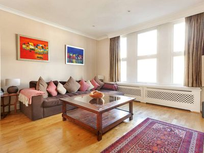 Photo for Comfortably Elegant 2 Bed, 2 mins to Clapham North