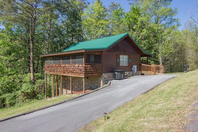 Enjoy your own piece of Smoky Mountains paradise in this adorable cabin