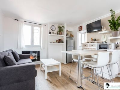 Photo for Bright apartment overlooking Saint Anne cathedral + air conditioning