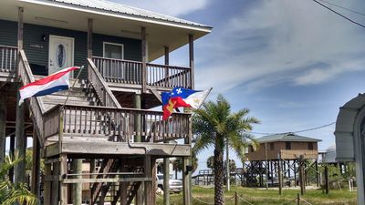 Photo for Lake Catherine Camp House with fishing pier, private launch, & sandy beach area!
