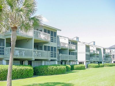 Brightly Updated Condo Unit 15A with Partial Ocean Views, close to Pools!