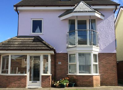 Spacious 3 bed/2 bath detached house close to main beach and village centre