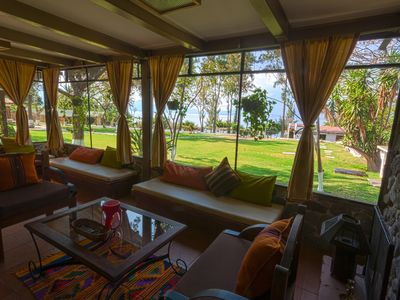 Living room with a beautiful view to the garden and Lake