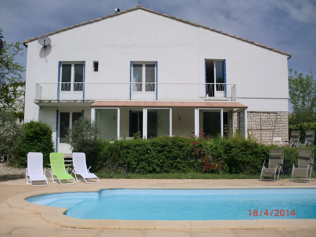FR21630 Spacious Family House With Pool Garden 5 Minute
