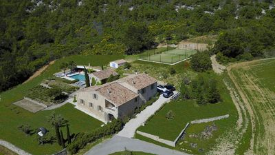 Photo for Exclusive 18 beds Luberon paradise with tennis, pool,...& Full service!