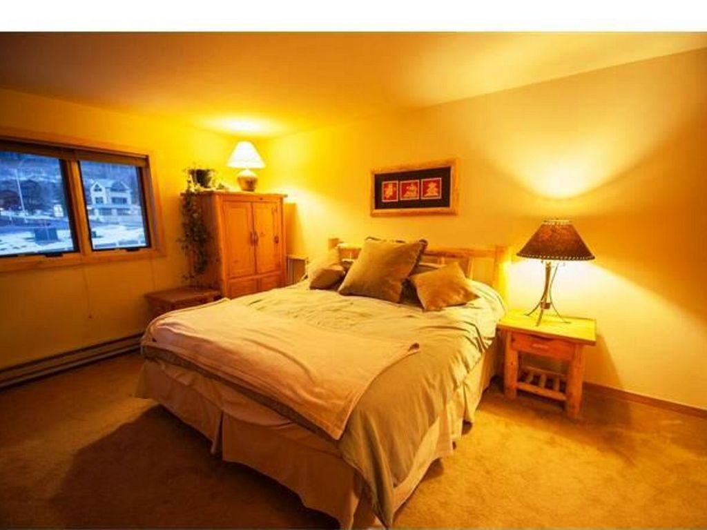 Property Image#8 Walk to Lifts! Extra Large Condo, Yr-round Pool